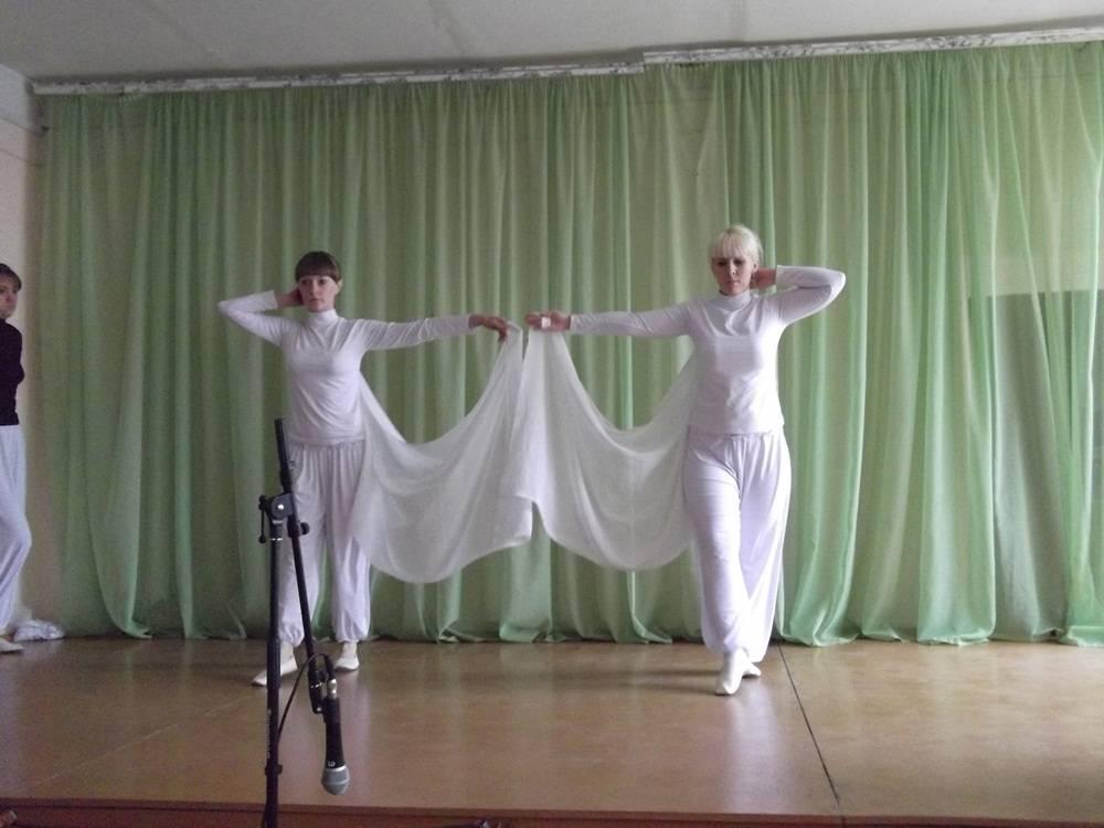 Участницы танцевальной группы.